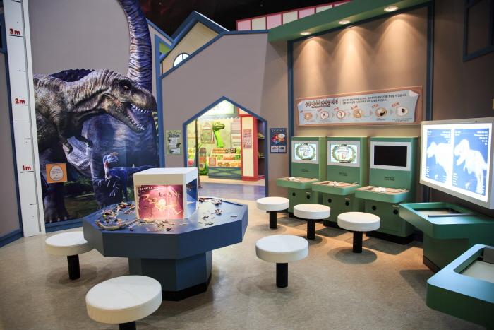 다양한 체험을 즐기며 공룡에 대해 배우는 다이노빌리지