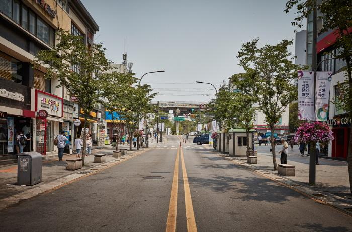 Улица Ёнсе-ро в районе Синчхон (연세로)31