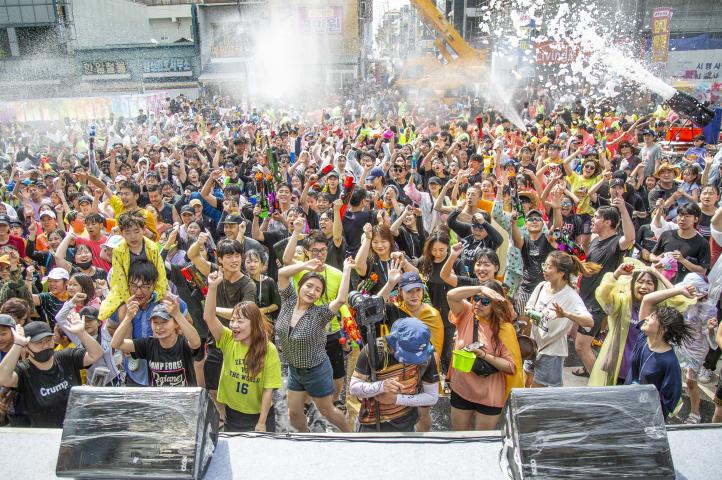 Chuncheon Mime Festival (춘천마임축제)