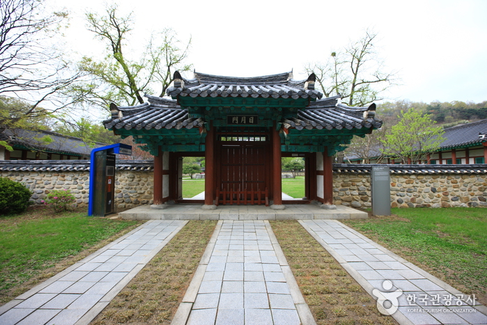 Jeonjuhyanggyo Confucian School ()