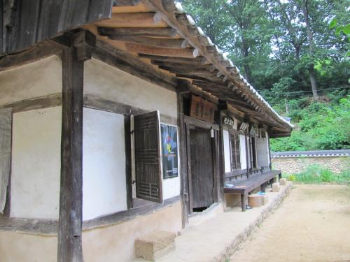 Hyangsan House (향산고택)