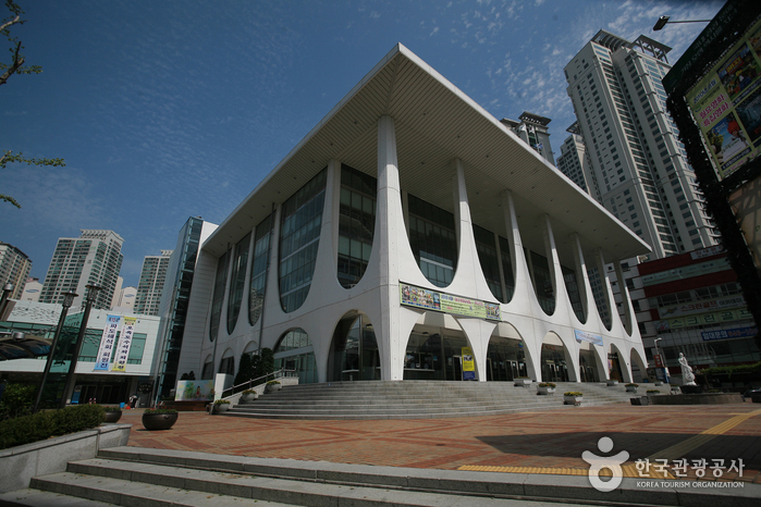Busan Citizens' Hall (부산시민회관)