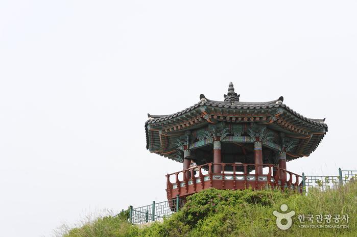 Trash: Yeonggeumjeong (영금정)