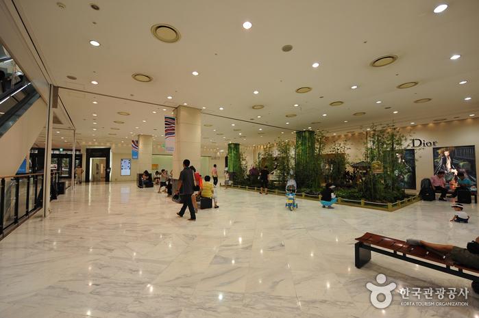 新世界百貨店(光州店)(신세계백화점(광주점))