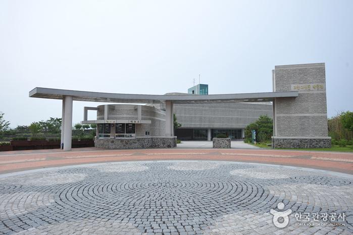 Gochang Dolmen Museum (고창고인돌박물관)