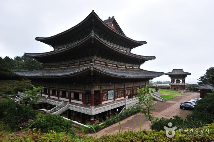 Храм Якчхонса на Чечжудо (약천사(제주))4