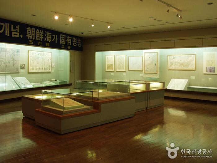 Dokdo Museum (독도박물관)