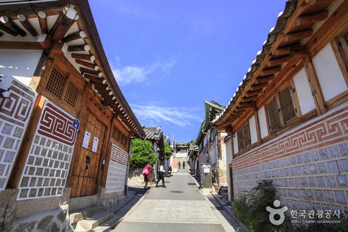 Фольклорная деревня Букчхон (북촌한옥마을)