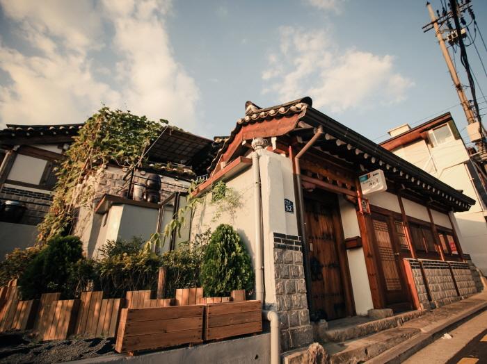 Bukchonmaru Hanok Guesthouse (북촌마루한옥게스트하우스)[한국관광품질인증/Korea Quality]