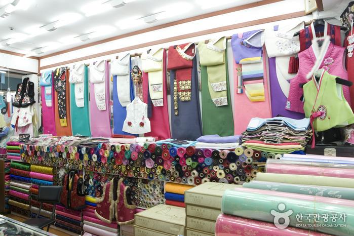 Dongdaemun Shopping Complex (Hanbok Shops) (동대문종합시장 한복상가)