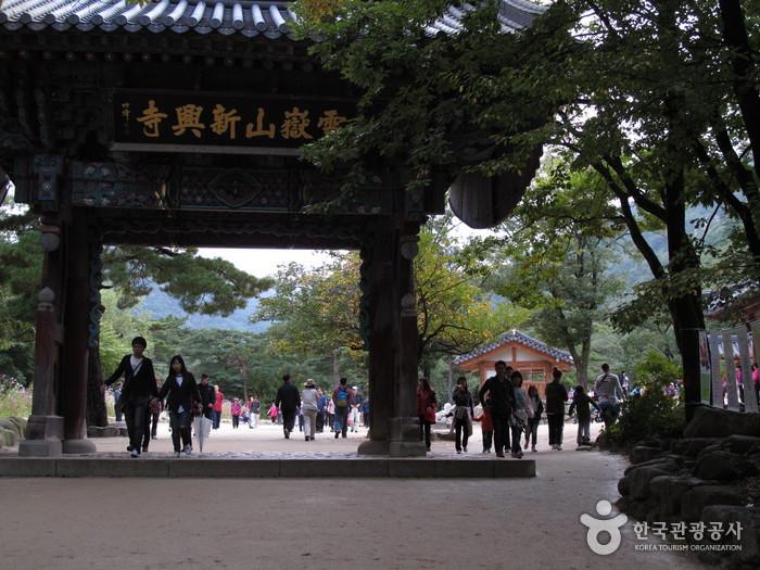 Sinheungsa Temple (Seoraksan) (신흥사(설악산))