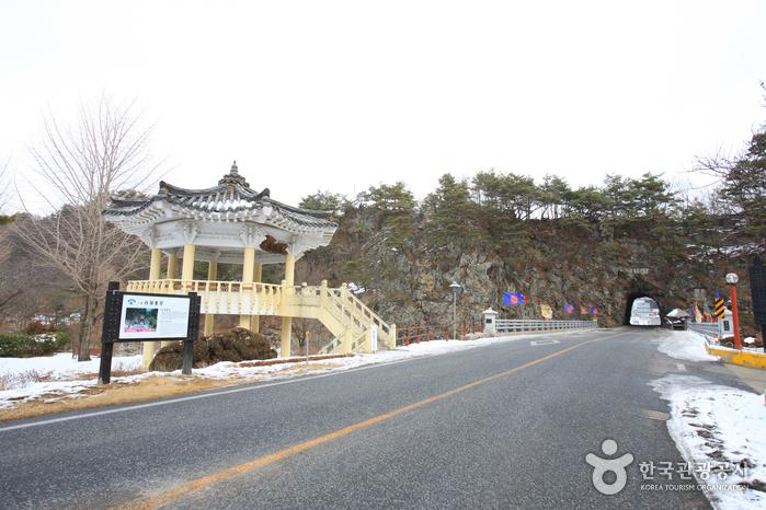 Тоннель в скале Рачжетхонмун (라제통문)6