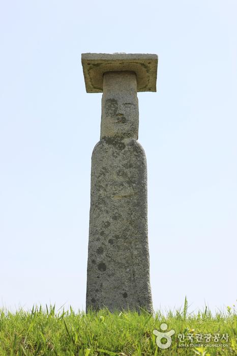Iksan Godori Standing Stone Buddha (익산 고도리 석조여래입상)