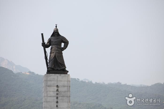 Estatua del Almirante Yi Sun-shin (충무공 이순신 동상)8