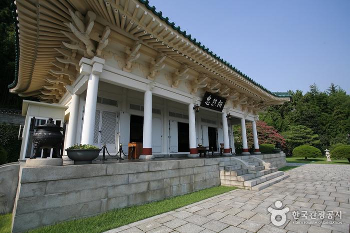 Мемориальный храм Чхуннёльса в Пусане3