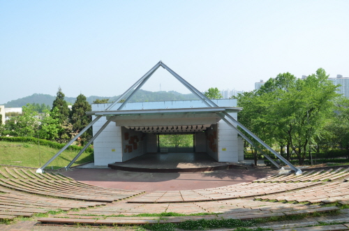 Jungoe Park Culture Belt (중외공원)