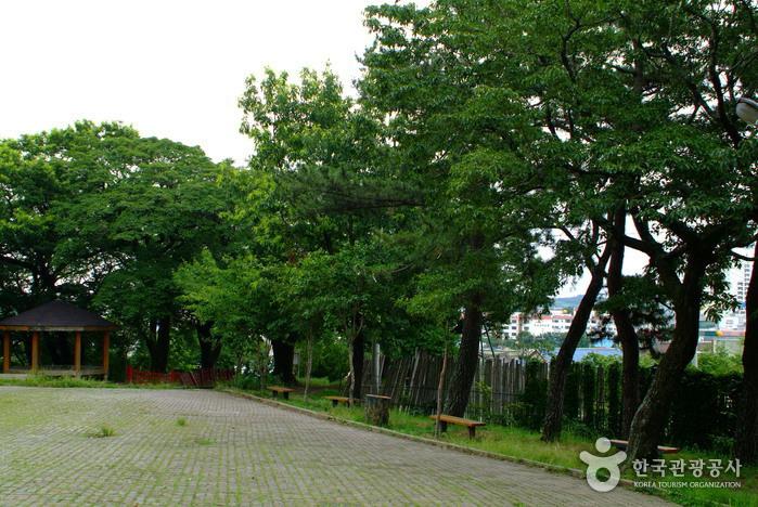 흥해향교와 흥해이팝나무군락