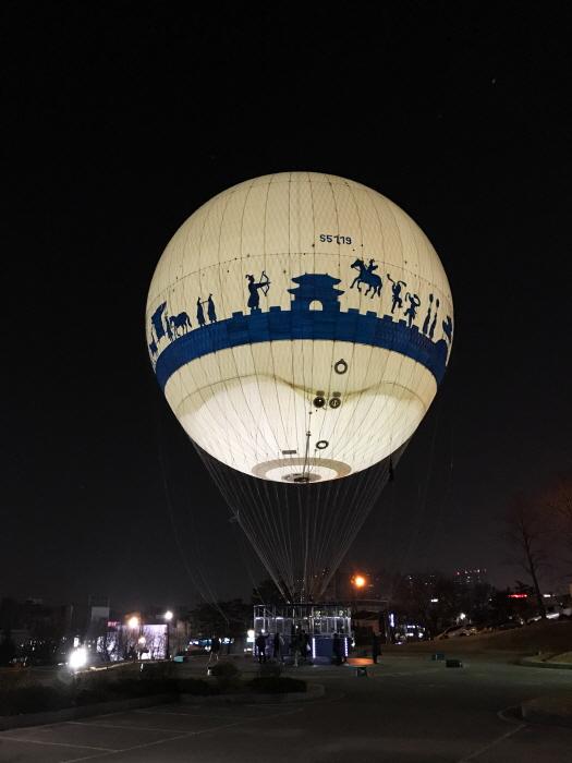야간 비행을 준비하는 모습