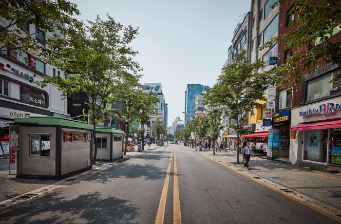 Улица Ёнсе-ро в районе Синчхон (연세로)33