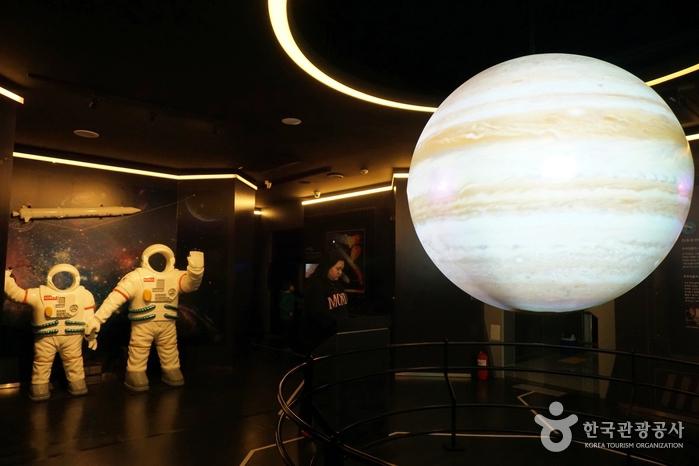 천문대 전시실은 별도의 예약 없이도 관람 가능하다.