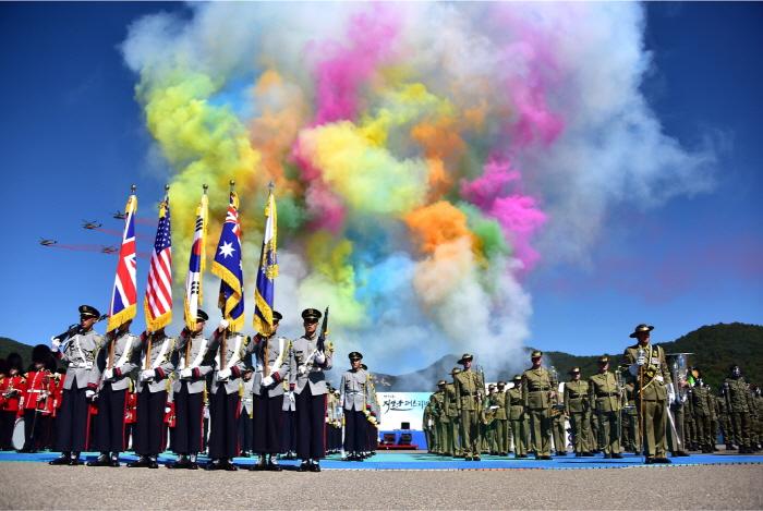 鶏龍世界軍文化祭り(계룡세계軍문화축제)