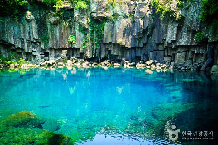 Cheonjeyeon Falls (천제연폭포)