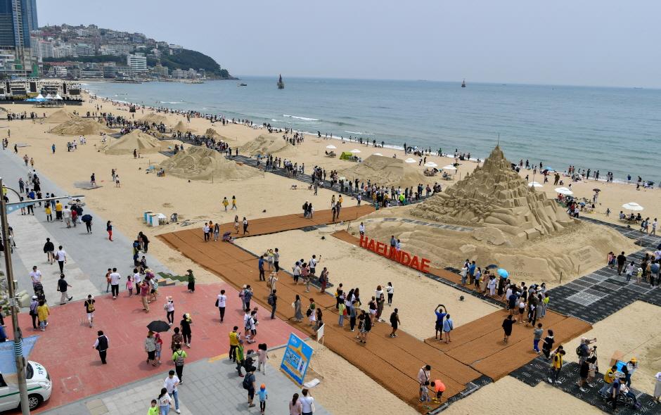 海雲臺沙雕作品展(해운대 모래작품 전시회)