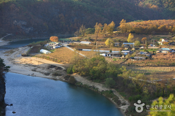 Korean Peninsula-shaped Cliffs (Seonam Village) (선암마을 한반도지형)