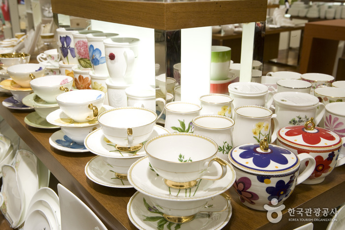 Trash: Haengnam Chinaware (Lotte Department Store - Centum City Branch) (행남자기 - 롯데백화점 센텀시티점)