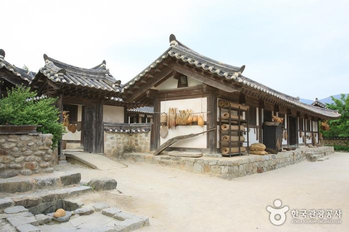 Casa del Aristócrata Choi (최참판댁)36
