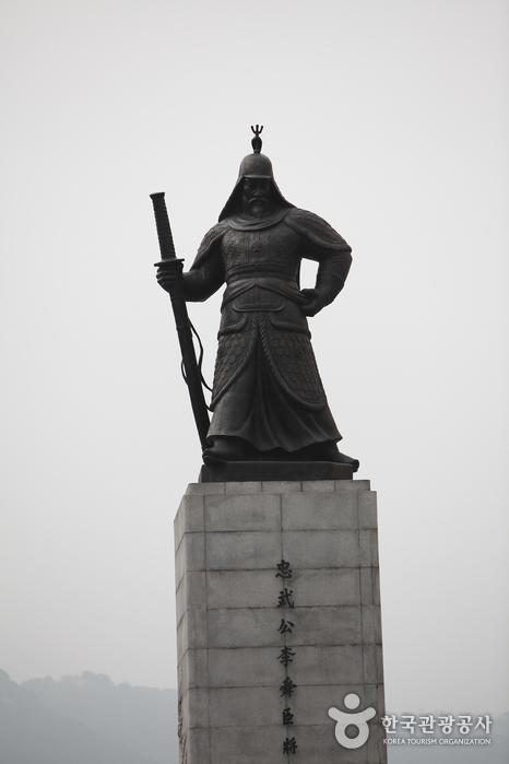 Estatua del Almirante Yi Sun-shin (충무공 이순신 동상)7