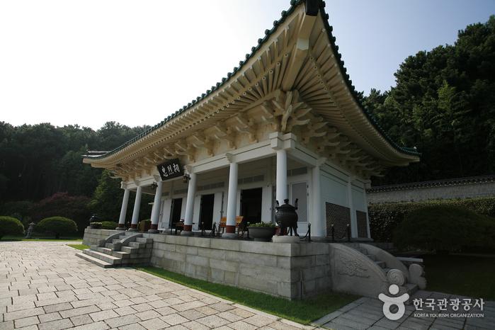 Мемориальный храм Чхуннёльса в Пусане2