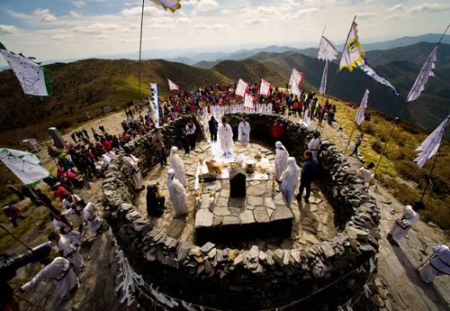 Cheonjedan Altar on Taebaeksan Mountain (태백산 천제단)