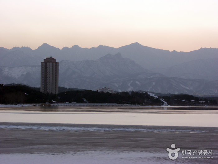 Yeongnangho Lake (...