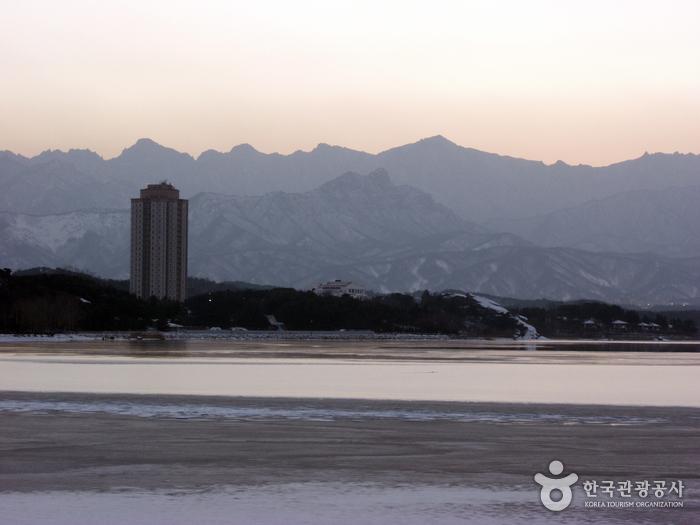 Yeongnangho Lake (영랑...