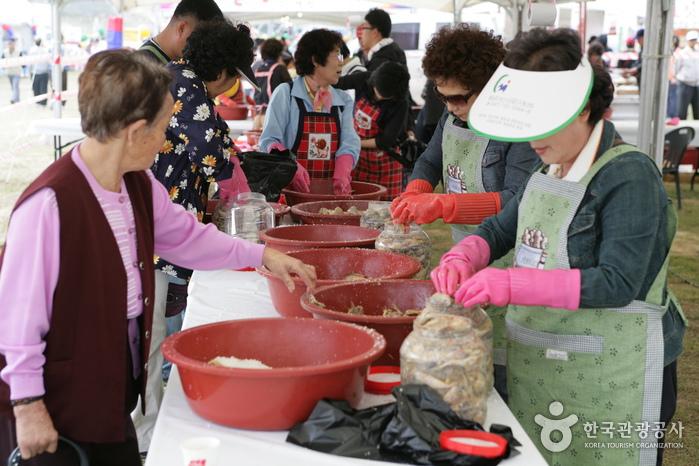 Ganggyeong Fermented Seafood Festival (강경 발효젓갈축제)