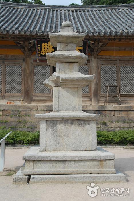 Sudeoksa Temple (수덕사)