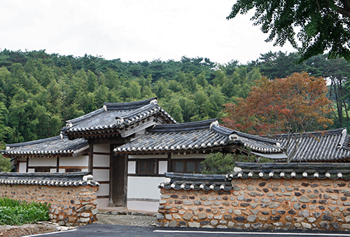 Gyodong Anjinsa Historic House in Jeongeup (정읍교동안진사고택)