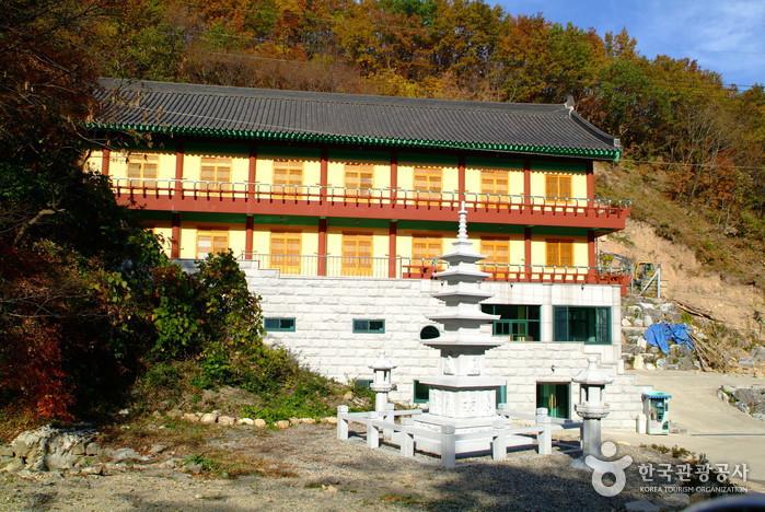 骨窟寺(慶州)(골굴사(경주))
