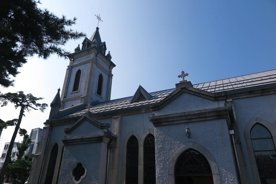 고딕건축이 세련된 강릉 임담동성당