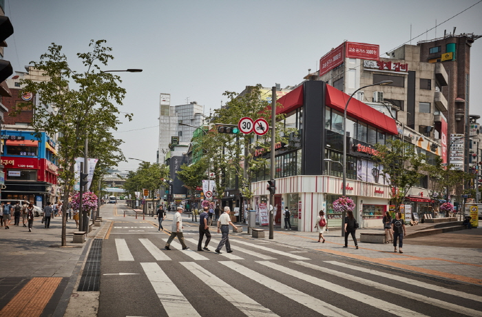 Улица Ёнсе-ро в районе Синчхон (연세로)35