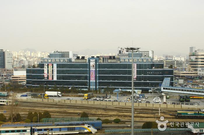 Yongsan Electronics Market (용산전자랜드)
