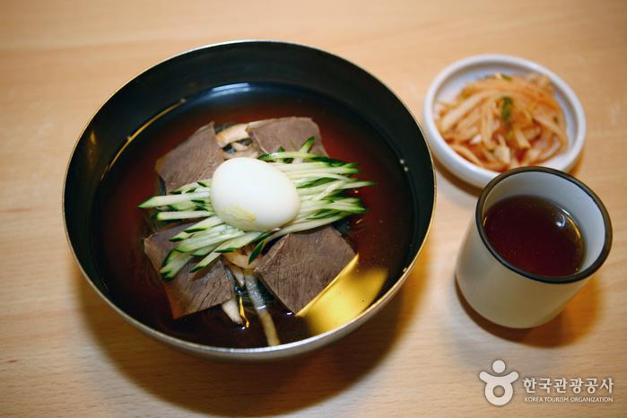 Ojangdong Hamheung Naengmyeon (오장동 함흥냉면)