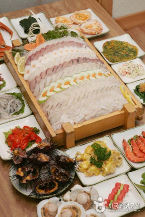 五大洋生魚片(오대양횟집)