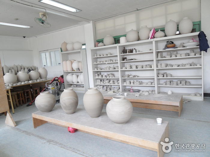 Bisl Pottery Studio (비슬도예원)