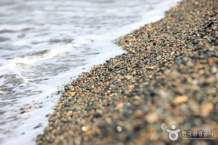강동몽돌해변