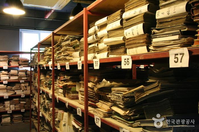 탄광의 역사를 느껴볼 수 있는 삼탄자료실과 박물관