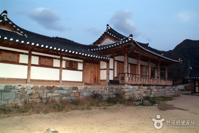 Nongam House (Head Household of the Nongam Descendants) (농암종택)