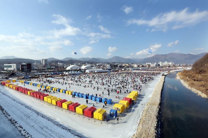 Jaraseom Singsing Winter Festival (가평 자라섬 씽씽겨울축제)