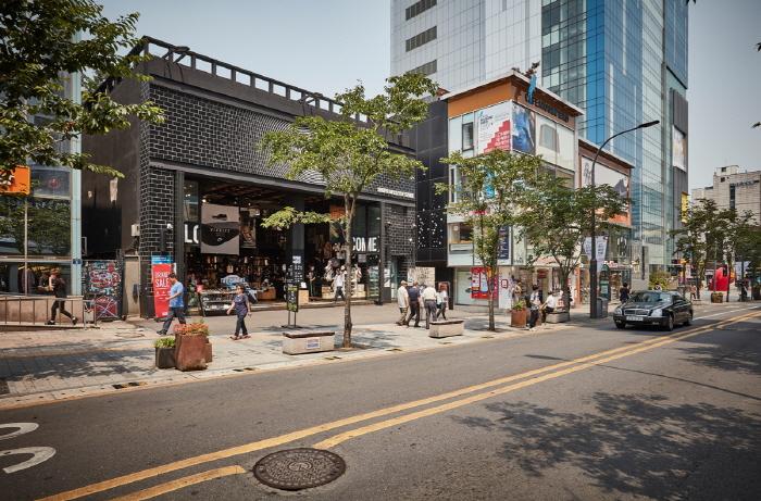 Улица Ёнсе-ро в районе Синчхон (연세로)36